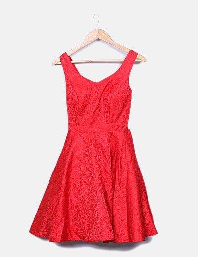 Vestido rojo texturizado con tul