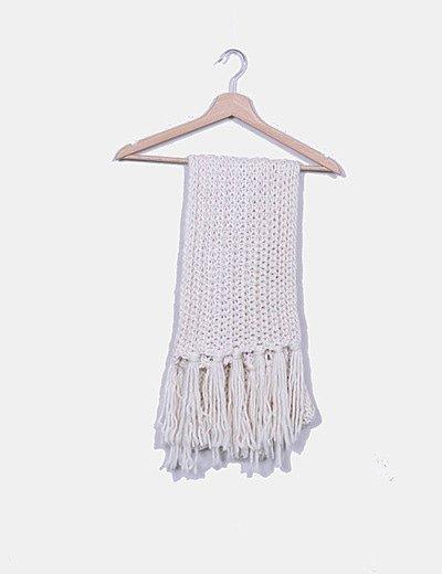 Bufanda de punto blanca con flecos