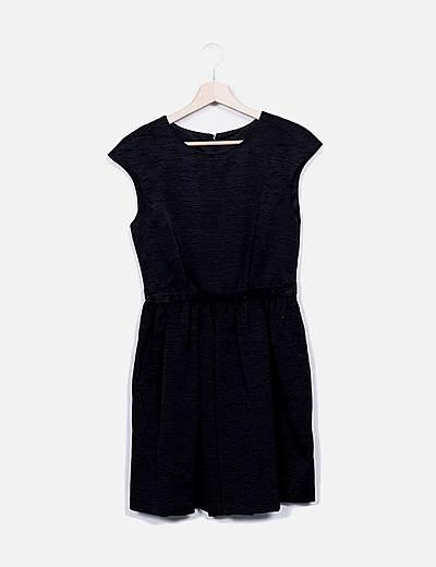 Vestido midi negro texturizado