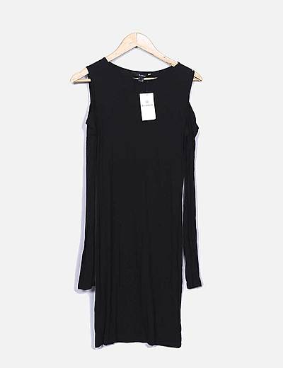 Vestido negro abertura hombro