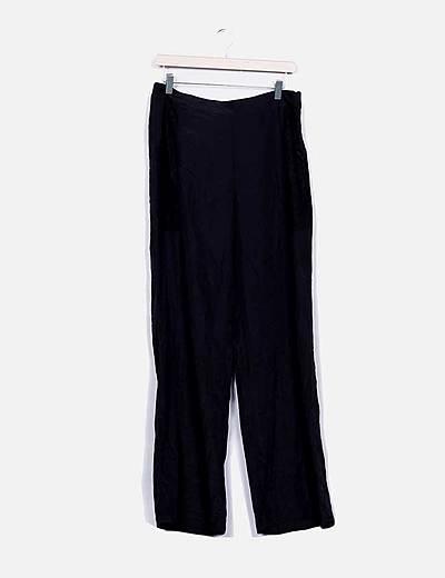 Pantalón fluido negro con bordado floral