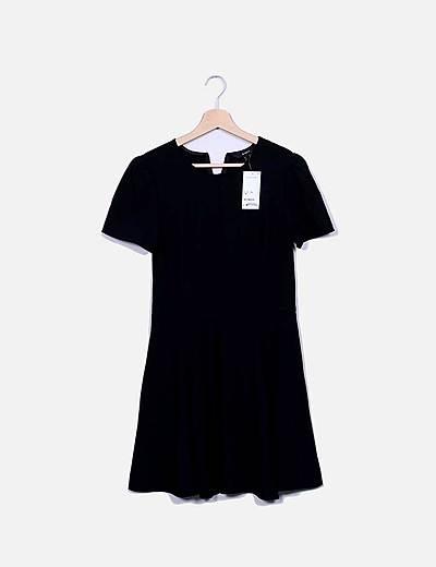 Vestido negro fluido de manga corta