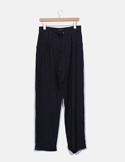 Pantalón negro corte recto