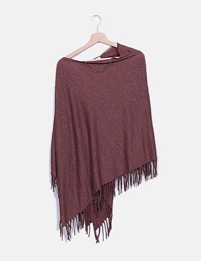 Poncho tricot marrón con flecos