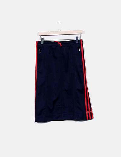 Falda sport azul con raya roja