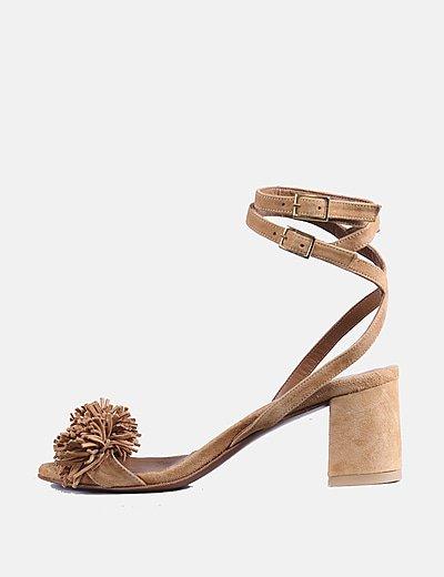 Sandalia ante camel detalle flecos