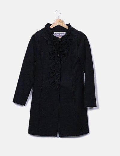 Abrigo negro detalles plisados