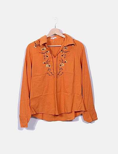 Camisa naranja bordada