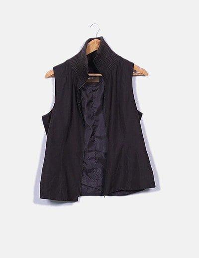 Chaleco marrón cuello tricot