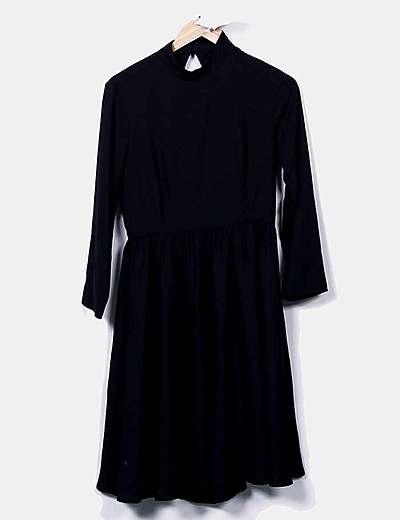 Vestido negro fluido escote espalda