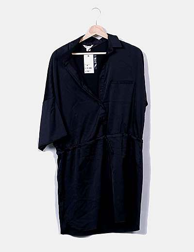 Vestido camisero negro satinado