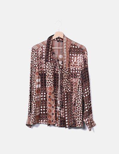 Camisa marrón estampada satinada