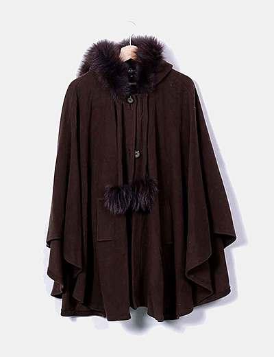 Abrigo capa marrón con capucha
