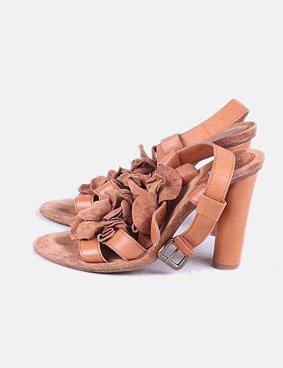 Sandalia tacón marrón