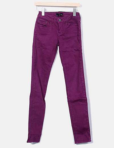 Jeans denim pitillo morado