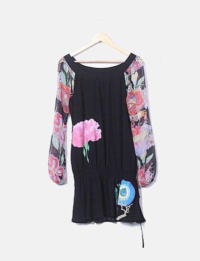 Vestido negro de gasa con estampado floral
