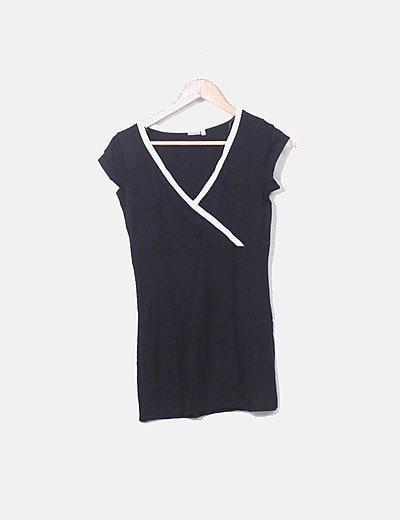 Mini vestido negro con raya blanca cruzada