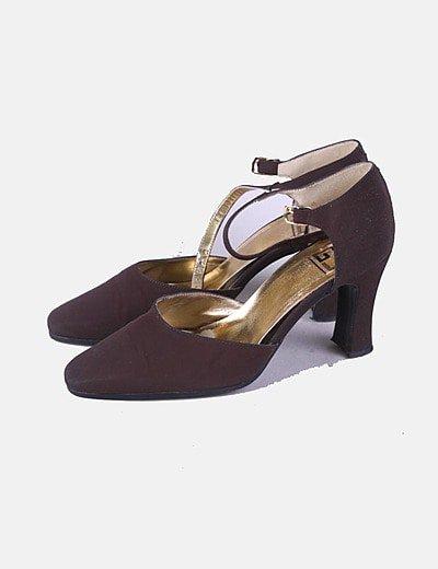 Zapato de tacón marrón