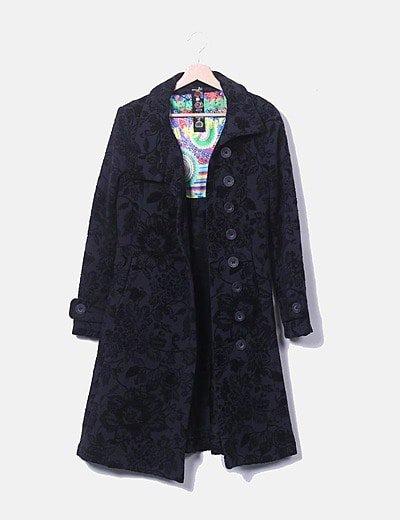 Abrigo largo negro print texturizado