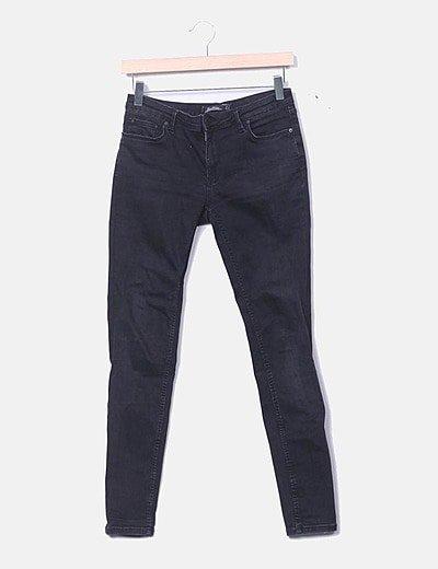 Pantalón denim negro desgastado