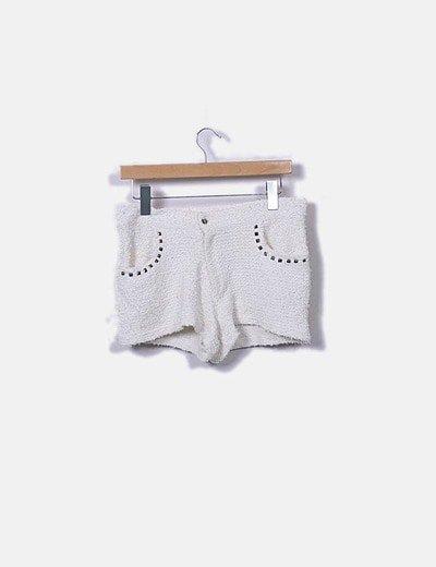 Short beige tweed con tachas
