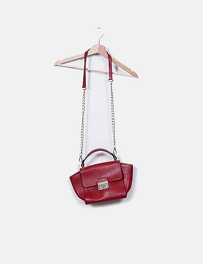 Bolso rojo de cuero con cadena