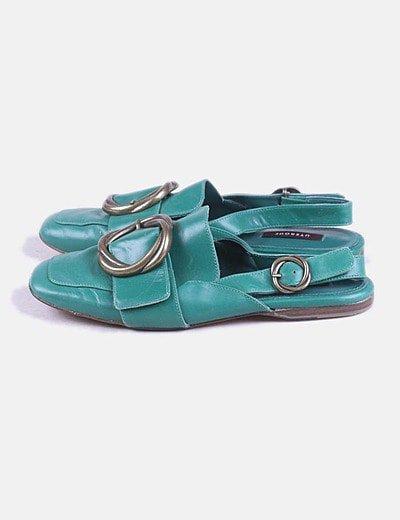 Zapato verde destalonado con hebilla
