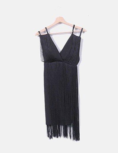 Vestido negro de flecos