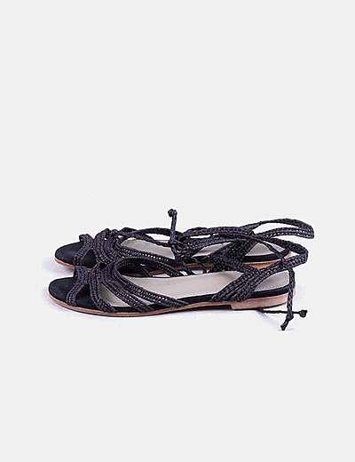 Sandalia negra rafia