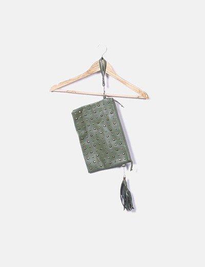 Bolso clutch verde con tachas