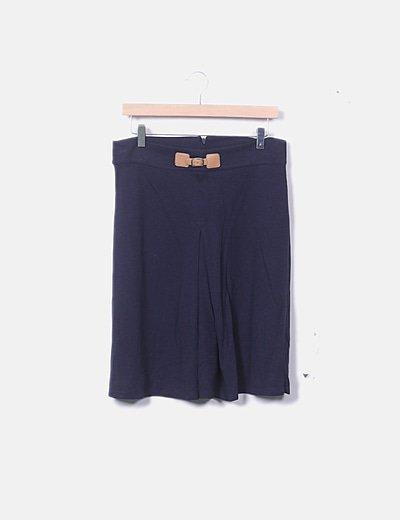 Falda azul con plisado