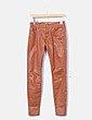 Pantalón encerado marrón Zara