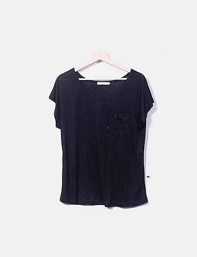Camiseta negra bordada con strass
