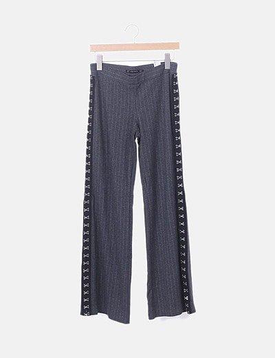 Pantalón gris raya diplomática enganches laterales