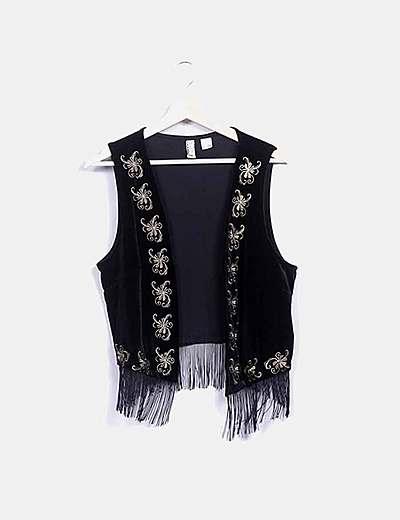 Chaleco terciopelo negro bordado floral y flecos