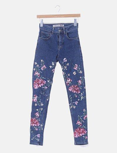 Pantalón denim con print floral