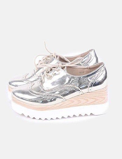 Zapato metalizado con plataforma
