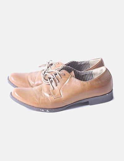 Zapato marrón de cordones