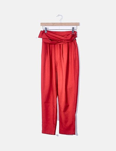 Pantalón fluido rojo con hebilla