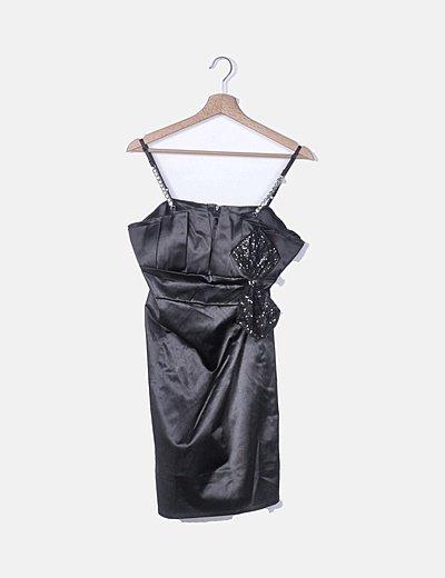 Vestido negro satinado con lazo