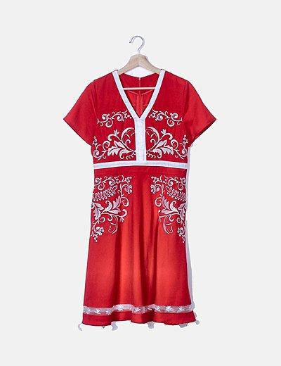 Vestido rojo bordado blanco