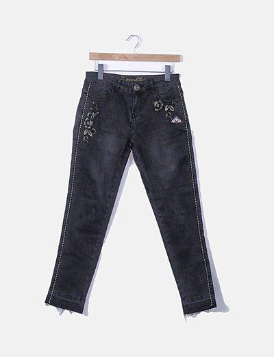 Jeans denim negro bordado dorado
