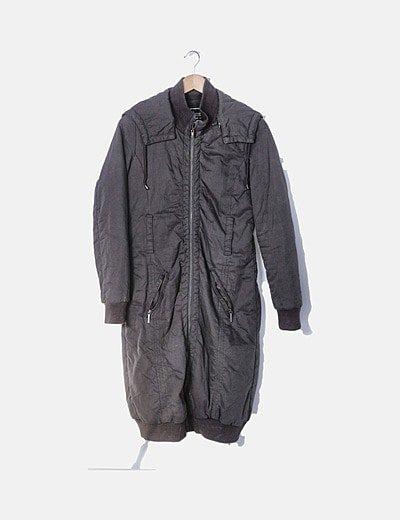 Abrigo largo marrón con cremallera