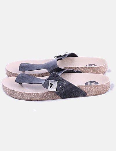 Sandalia negra glitter con hebilla