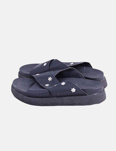 Sandalia negra tachas estrellas