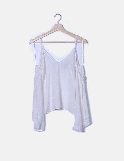Blusa blanca con hombros cut out