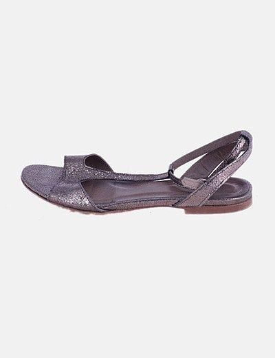 Sandalia plana marrón glitter
