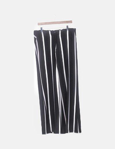Pantalón fluido de rayas negras y blancas