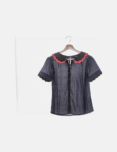 Camisa de gasa azul marino combinado topos rojos