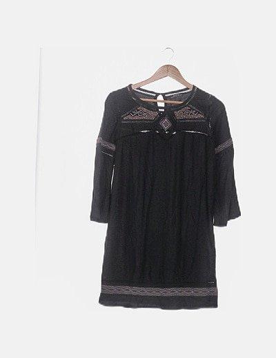 Vestido negro troquelado detalle abalorios